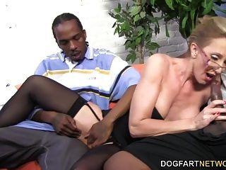 गर्म कौगर जेना कोवेली दो बीबीसी लेता है