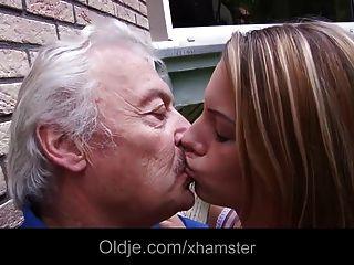 किशोरों की स्कूल लड़की दादा cumshot आउटडोर बकवास निगल