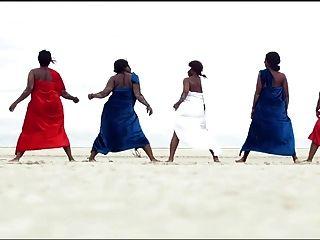 अफ़्रीकी महिला टॉवरिंग, दुनिया में सर्वश्रेष्ठ