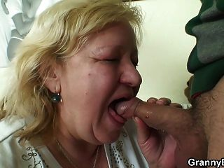 बड़ा titted 70 यो दादी अपने मांस स्वाद