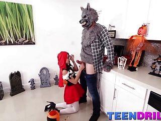 थोड़ा लाल सवारी हुड बड़ा बुरा भेड़िया और उसके बड़े मुर्गा से मिलता है