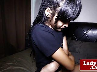 लेडीबी देवी अपनी मांस शाफ्ट बंद मरोड़ते