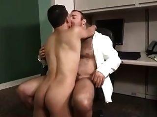पिताजी और उसके प्रेमी लड़के