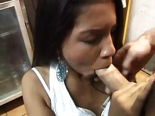 सेक्सी एशियाई लड़की रसोई में fucked