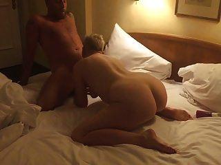 एक होटल के कमरे में साहसिक