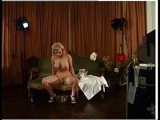 पर्दे के पीछे प्रसिद्ध जर्मन अभिनेता सेक्सी पेशाब