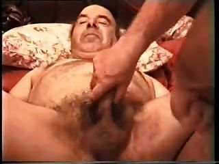 बेरी अंततः विलियम द्वारा बढ़ाया उसके गधे हो जाता है