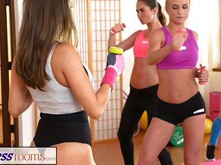 fitnessrooms समलैंगिक प्रेमियों जिम के बाद एक दूसरे सह बनाते हैं
