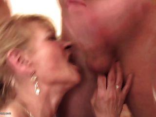माताओं दिन सभी उम्र के जंगली समूह सेक्स में बदल जाता है