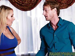 एलेक्सा अनुग्रह उसके stepmom के साथ डिक उसके प्रेमी साझा करता है
