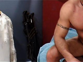 मोज़ा में परिपक्व किन्नर एक आदमी को बन्द करती है