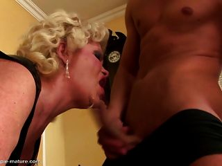 किंकी दादी seduced लड़के से creampie हो जाता है