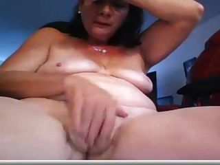 परिपक्व महिला masturbates