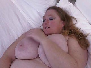 भूसी पुराने योनी के साथ विशाल busty माँ