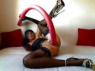 एक विशाल सेक्स खिलौना के साथ लड़की!