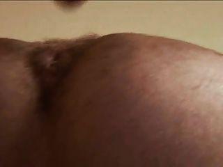 बालों वाला आदमी अपनी कुतिया कच्ची fucks