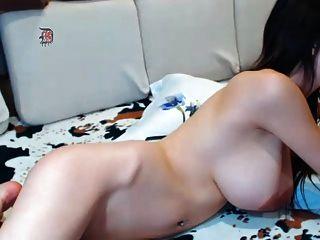 अच्छा स्तन और बड़े निपल्स के साथ महान शरीर