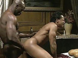 बड़ा काला आदमी काले वेटर fucks