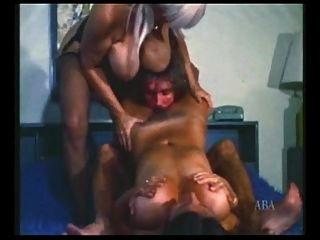 विंटेज त्रिगुट बड़े स्तन