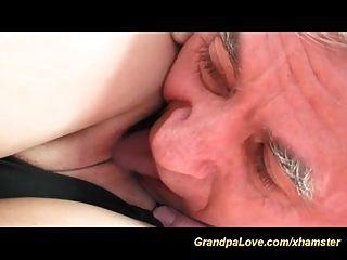 सेक्सी किशोर बूढ़े आदमी प्यार करता है