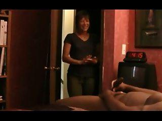 पकड़ा masturbating द्वारा सेक्सी milf