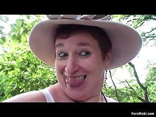 बीबीडब्ल्यू दादी जंगल में मज़ा आ रहा है