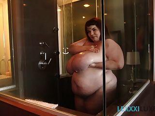सेक्सी BBW lexxxi luxe साबुन और वर्षा
