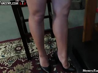 मालकिन स्पर्शरेखा घूंसे कचरा महिलाओं के दास को अपमानित करता है