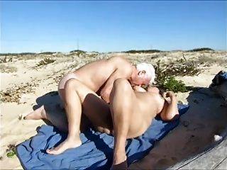 पत्नी, समुद्र तट पर गर्म सेक्स