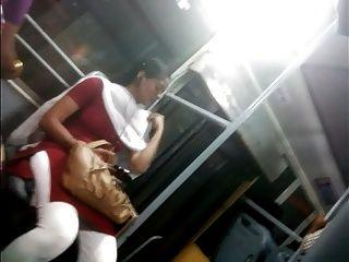 यह लड़की दिखा स्तन, चेन्नई बस में गधा