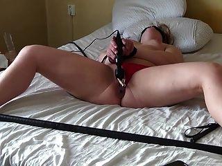 मेरे फूहड़ कमिंग जबकि plugged और clamped