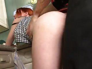 sb3 रसोई में उसके पिता की मदद नहीं!