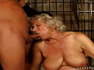 बालों वाली दादी नर्मन कालकोठरी सेक्स