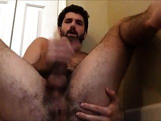 दाढ़ी वाले तजन ज़ैने उंगली खुद fucks, झटका बंद और cums