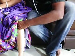 चिकित्सक के साथ साटन रेशम साली चाची का रोमांस