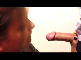 पूर्व प्रेमिका डिक चूसना प्यार करता है और निगल cum2