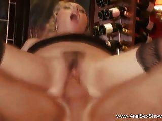 गोरा milf अपमानजनक गुदा सेक्स
