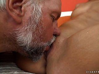 दादा fucks घंटी किशोर योनी viven