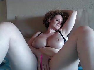 लाल बालों के साथ # 2 पीए परिपक्व बड़े स्तन बुत कैमरा