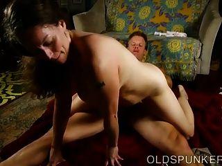 busty पुराने spunker एक अद्भुत गर्म बकवास है और सह प्यार करता है