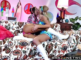 प्यारा लड़कियां abigail और जेसा एक समलैंगिक सेक्स पर एक है