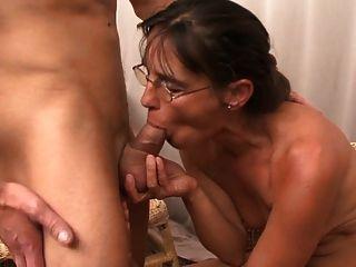 गर्म गर्म महिला और उसके छोटे प्रेमी 457