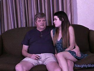 अंस्तास्सिया गुलाब उसके दादाजी नहीं द्वारा creampied हो जाता है
