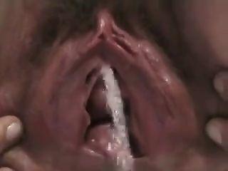 पत्नी pissing