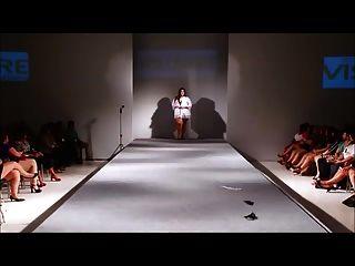 बीबीडब्ल्यू सेक्सी फैशन शो (नग्न नहीं)