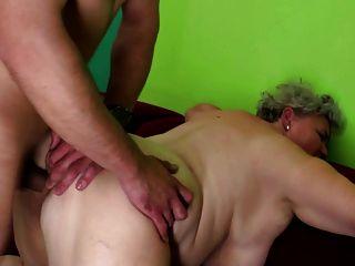 बूढ़ी sluts युवा लड़कों कमबख्त