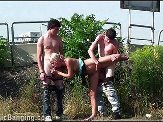 किशोर के समूह सार्वजनिक समूह सेक्स प्यारा गोरा गैंगबैंग तांडव