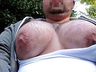 बड़े पैमाने पर manboobs