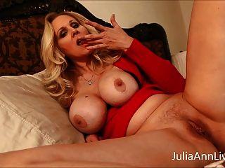 busty milf जूलिया एन teases बड़े स्तन के साथ सौतेले बेटे!