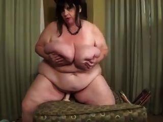 ssbbw एक dildo की सवारी और उसे स्तन ले जाएँ